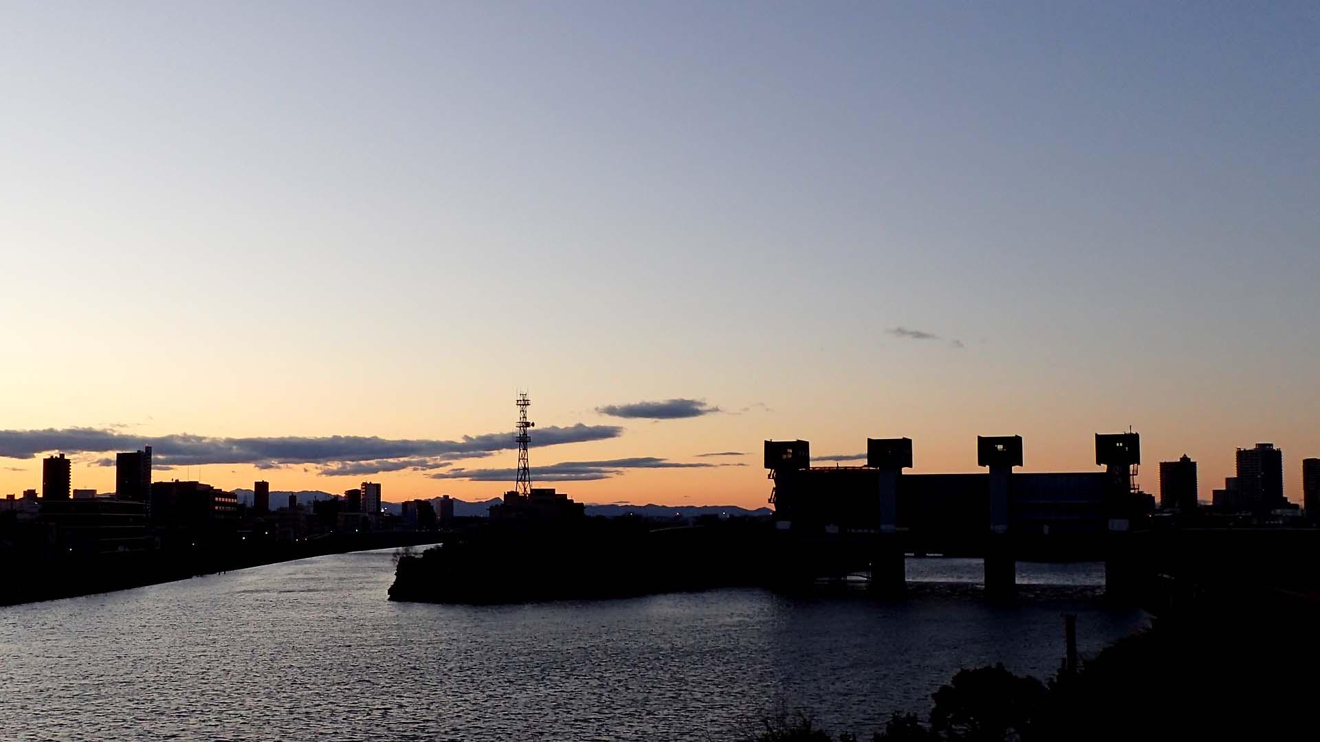 夕暮れの岩渕水門