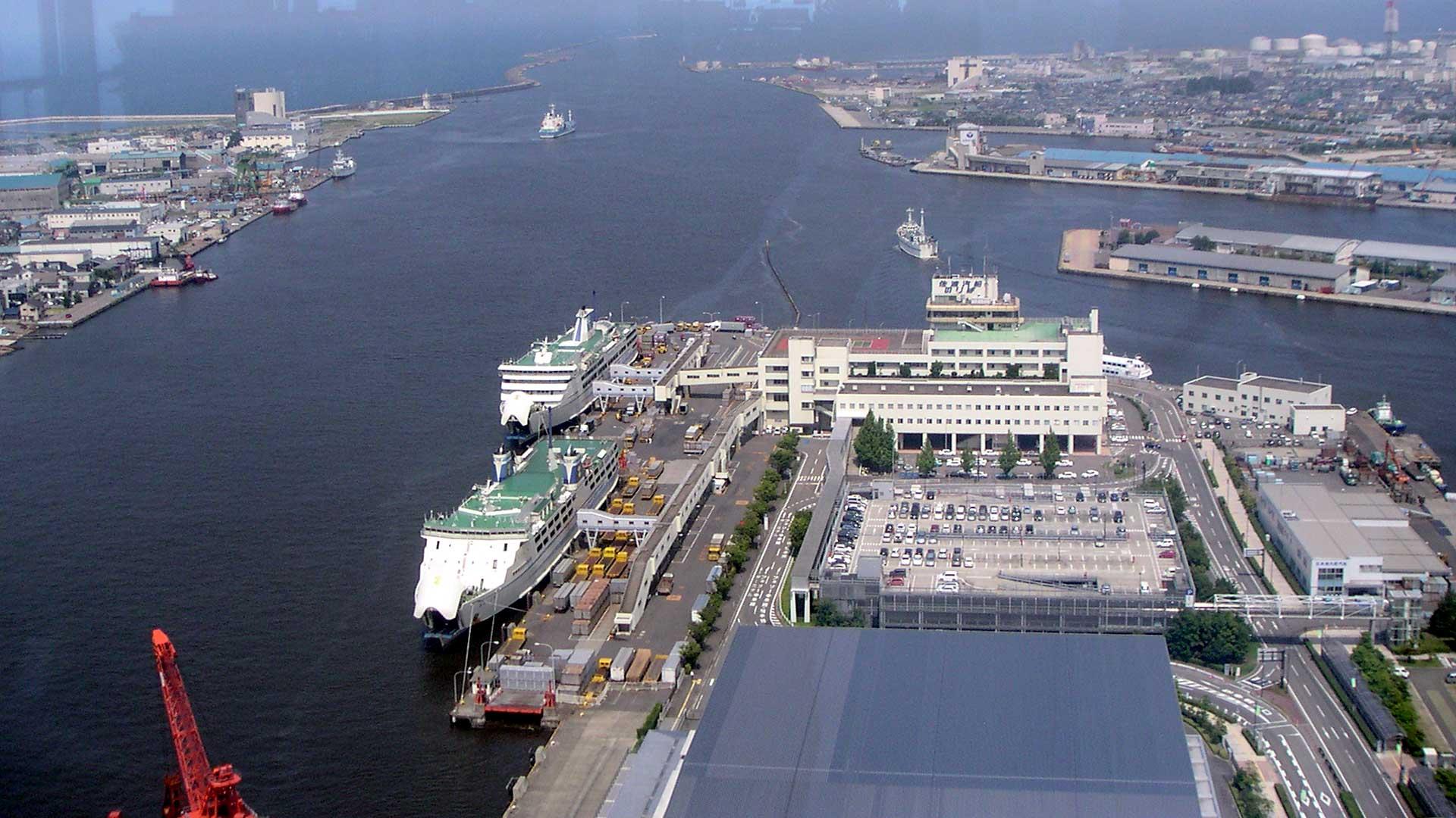 朱鷺メッセ展望室から新潟港
