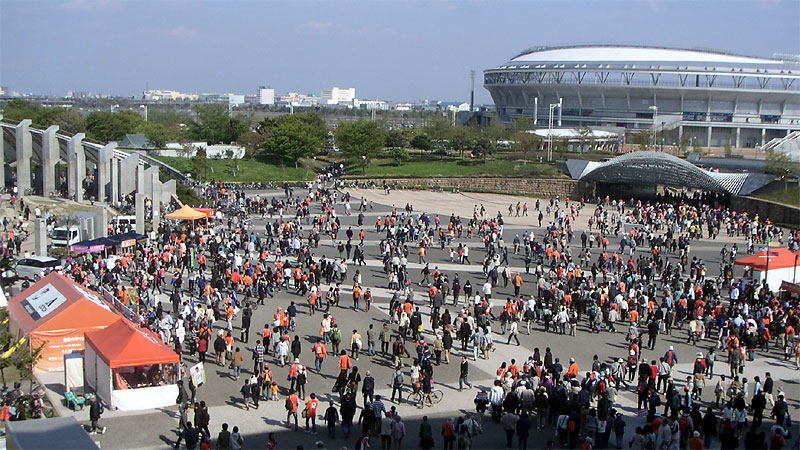 新潟スタジアム前広場