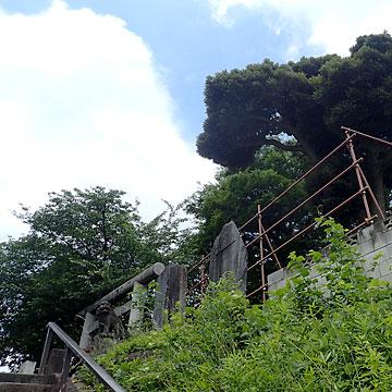 高台の上にある香取神社