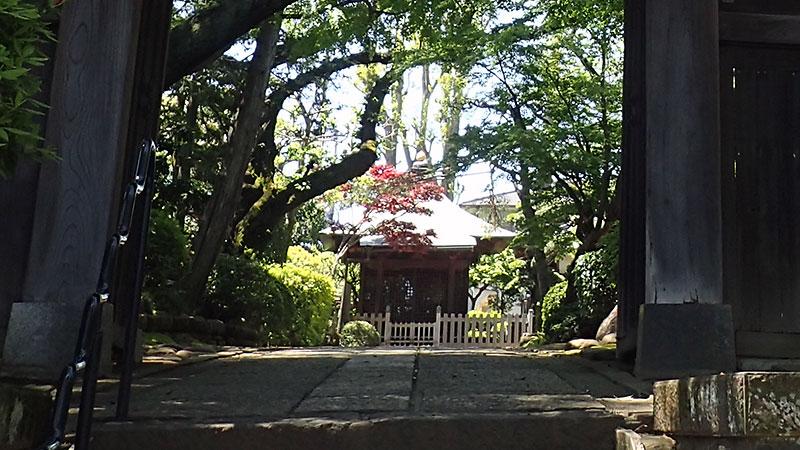 静勝寺の木像を安置しているお堂