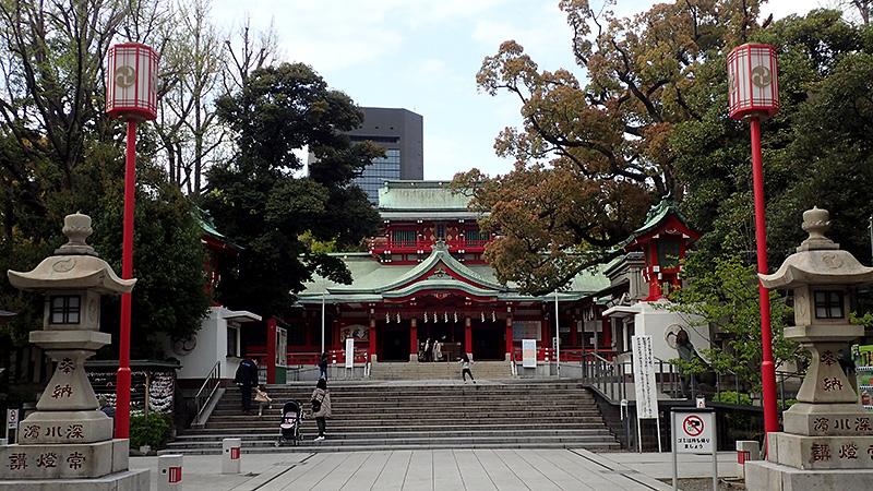 富岡八幡宮の参道と拝殿