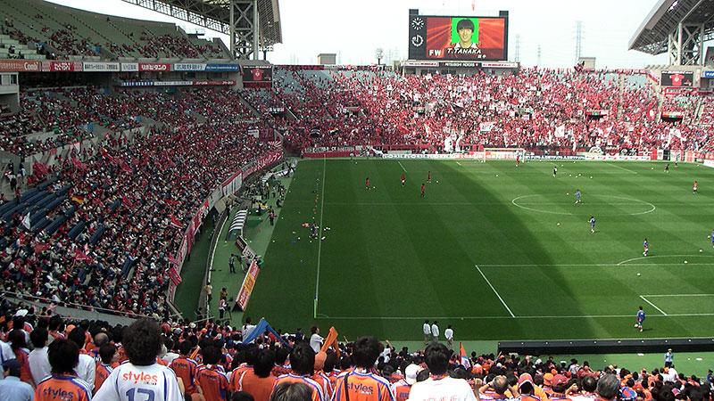 埼玉スタジアムのメインスタンドとサイドスタンド