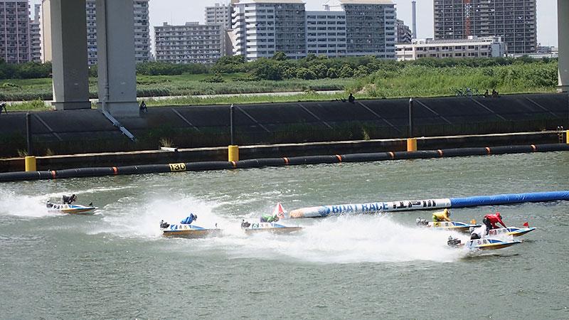 江戸川競艇の向こうの中州