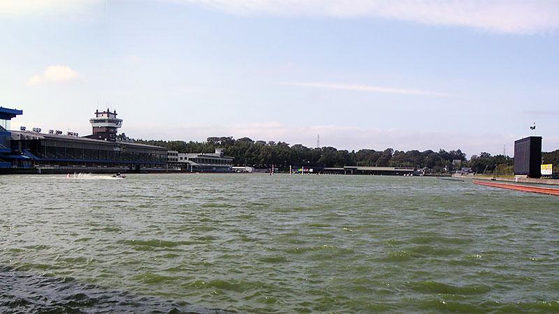 三国競艇場水面