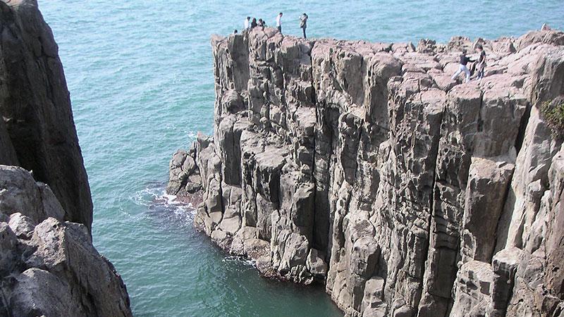 東尋坊の断崖絶壁