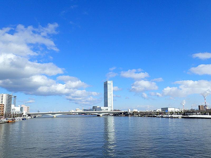 萬代橋からの眺め(信濃川河口側)