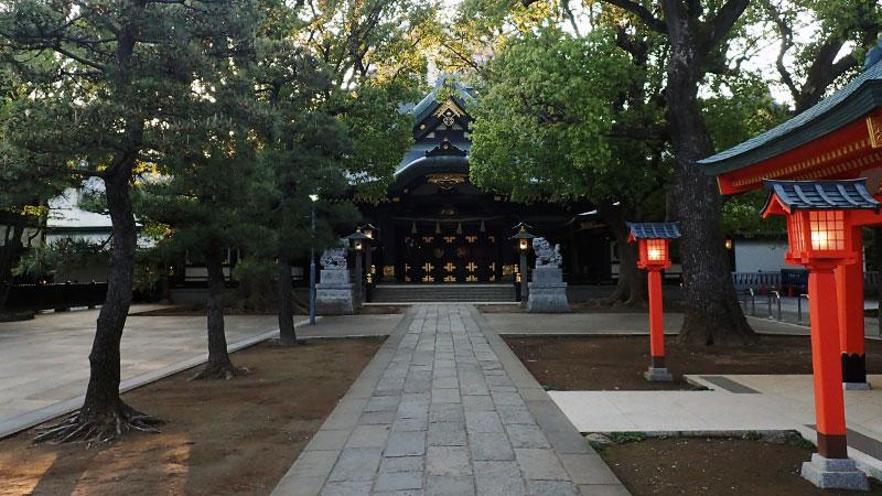 穴八幡宮拝殿正面