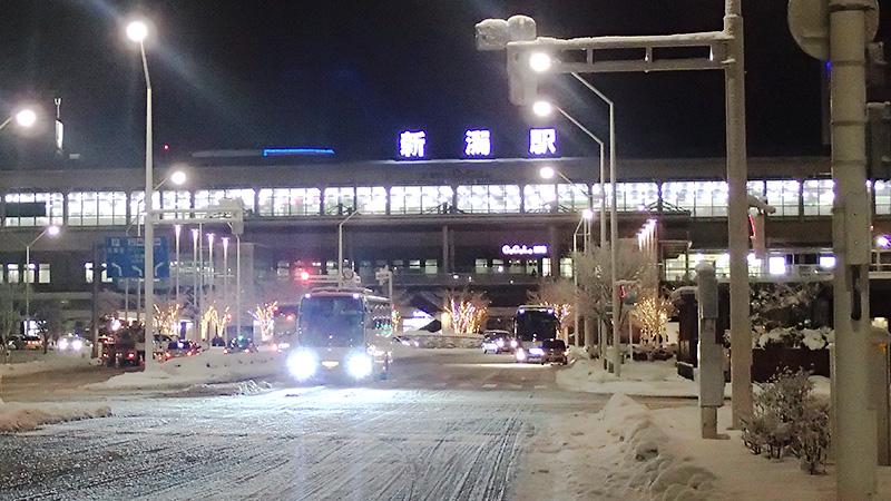 雪景色の新潟駅南口