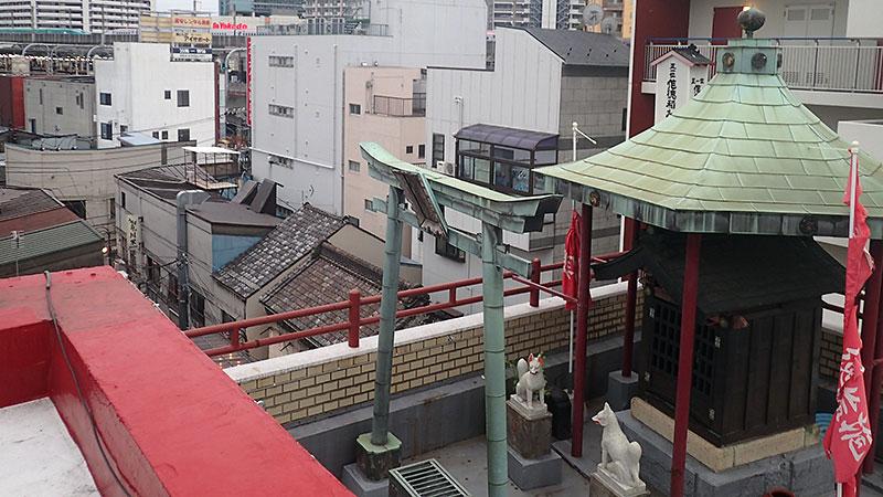 作徳稲荷神社と赤羽駅