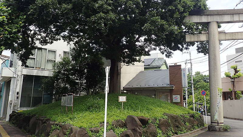 西ヶ原一里塚と七社神社鳥居