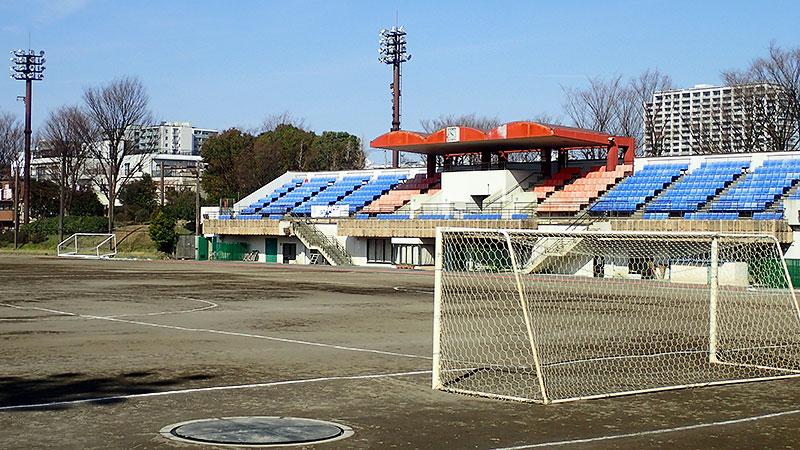 北区北運動場メインスタンドとサッカーゴール