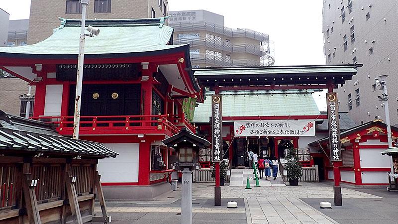 鷲神社神楽殿と社殿